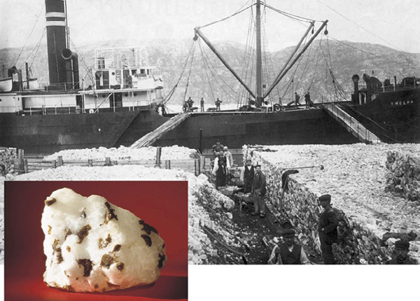 Archive photo from 1920 with cryolite ore being loaded onto ship.
