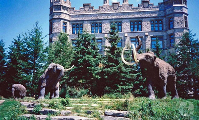 A view of the three mammoth sculptures from 1998.
