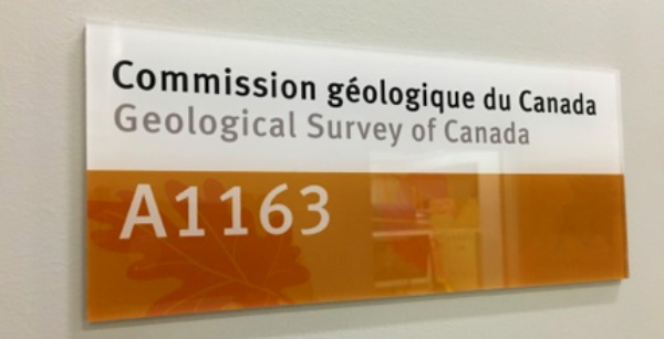 "A plaque on a wall that says, ""Comission géologique du Canada / Geological Survey of Canada / A1163""."