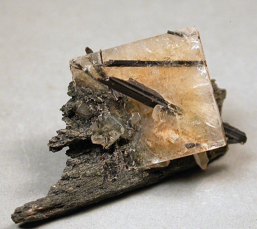 Yellow tabular crystal of leucophanite pierced by long-prismatic, black aegirine crystals